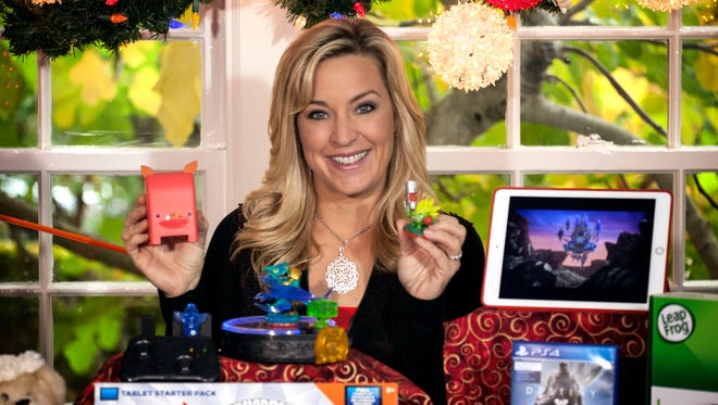 This year's crop of techie toys blends online activity with real hands-on play.