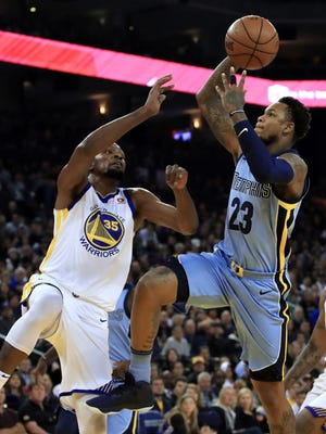 Memphis Grizzlies' Ben McLemore, right, shoots against Golden State Warriors' Kevin Durant (35) during the first half of an NBA basketball game Wednesday, Dec. 20, 2017, in Oakland, Calif. (AP Photo/Ben Margot)