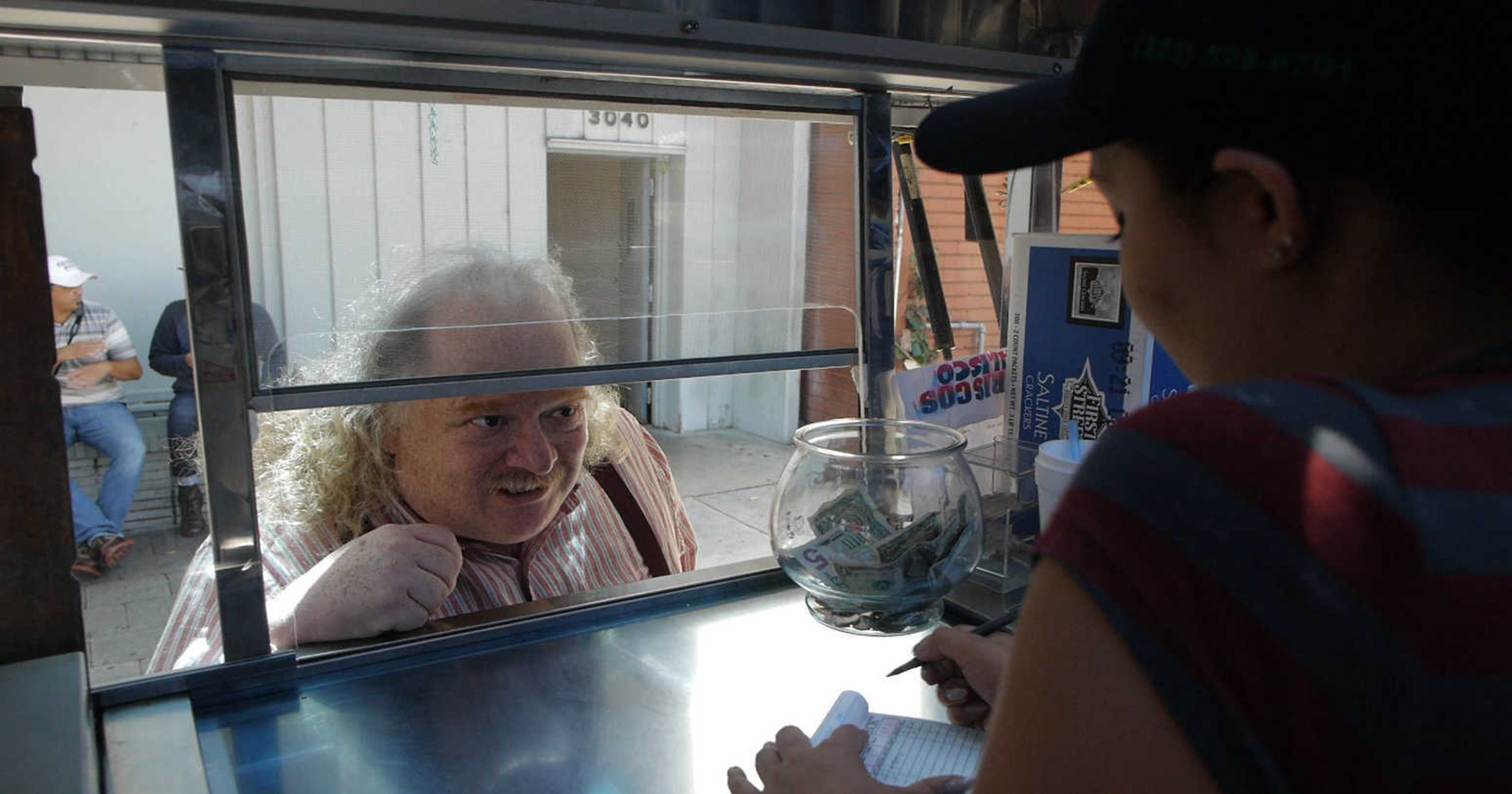 Jonathan Gold, Pulitzer Prize-winning restaurant critic, dead at 57 ad810becf7