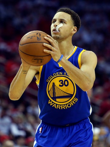 Golden State Warriors guard Stephen Curry (30) is putting