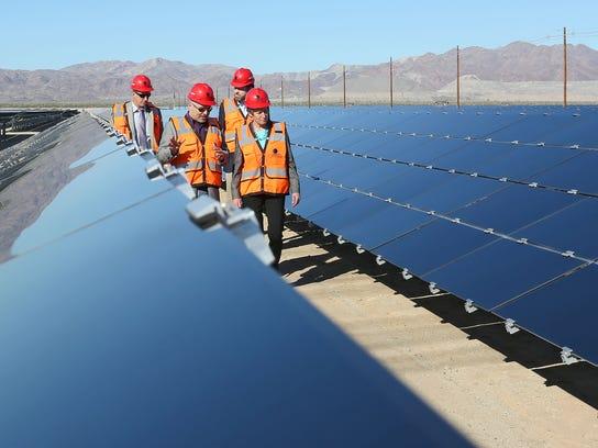 World S Largest Solar Plant Opens In California Desert