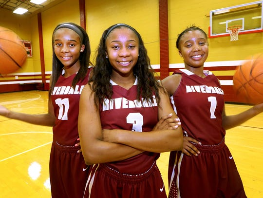 The Hayes sisters (L to R) Aislynn Hayes, Sophomore
