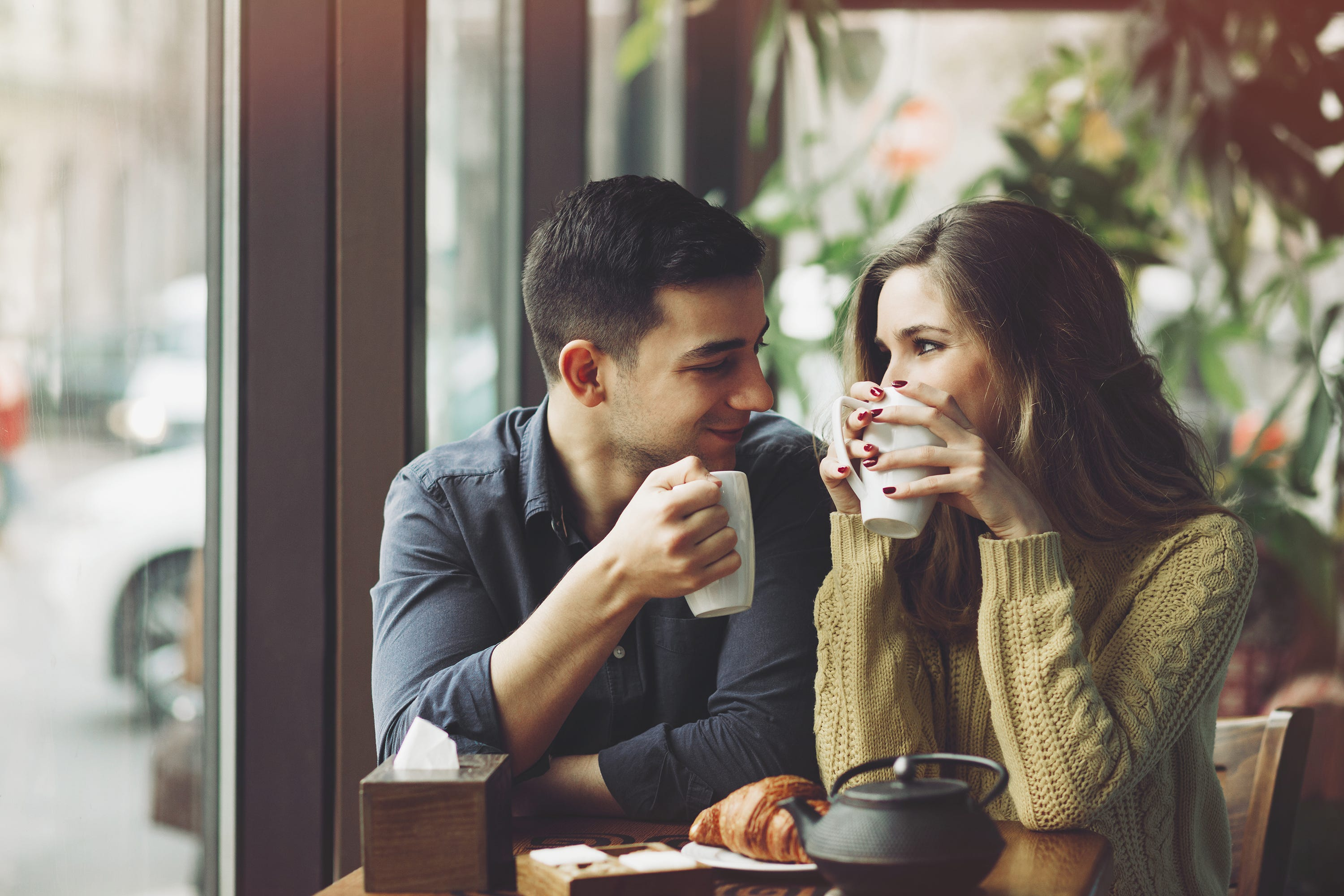 Online hookup kissing on first date