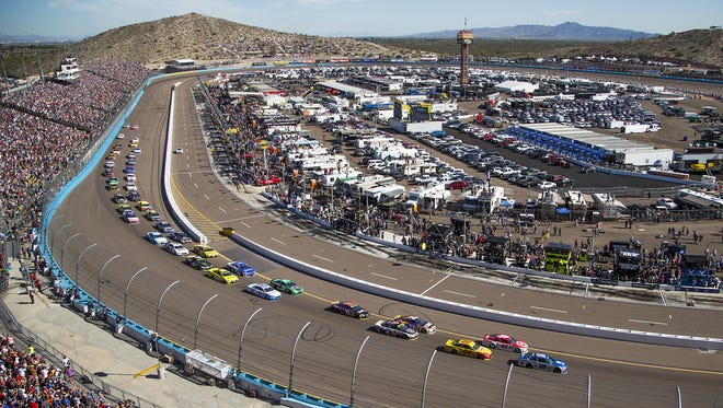 The field takes turn one during the Can-Am 500 NASCAR Sprint Cup Series race at Phoenix International Raceway Sunday afternoon, November 13, 2016.