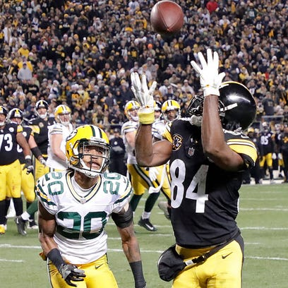 Green Bay Packers cornerback Kevin King (20) gets beat