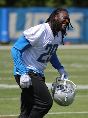 Lions running back LeGarrette Blount moves to the next drill during OTAs on Thursday, May 24, 2018, at the Allen Park practice facility.