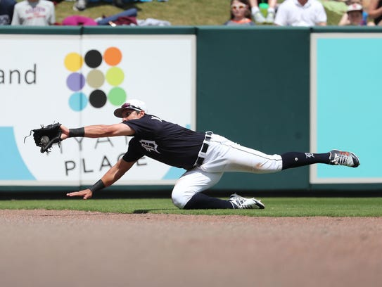 Tigers left fielder Mikie Mahtook (8) catches a fly