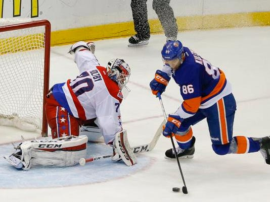 Capitals Islanders Hockey.jpg
