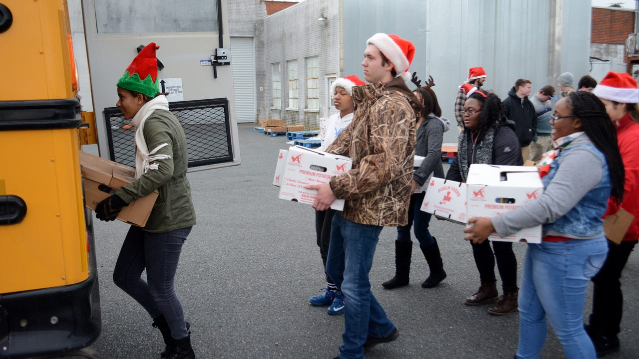 WATCH: 2016 Eastern Shore News' Bank of Cheer boxes delivered