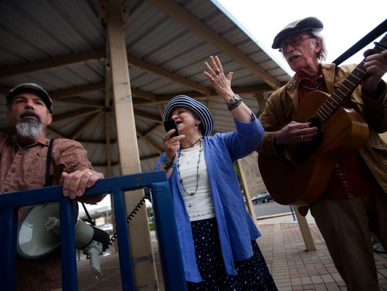 At center, Jane Voss and Hoyle Osborne, right, perform
