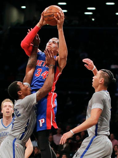 Detroit Pistons forward Tobias Harris (34) shoots against