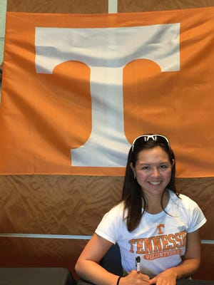 Waverly Whiston signs a letter of intent to play golf at Tennessee.