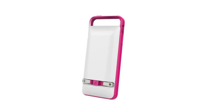 The Prong PWR Case for the iPhone 5/5S, has a detachable 1500 mAh capacity battery with built-in retractable plugs for easy recharging. Once the back-up battery is charged, it can be reconnected to the back of the case, allowing you to recharge your phone on the go.