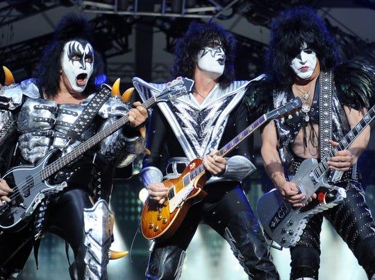 AP Rock Hall-Kiss