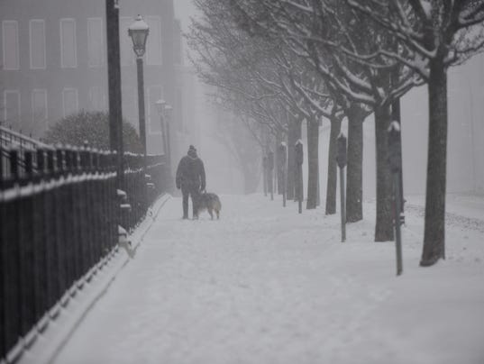 636250961243863167-2017-0314-Burlington-Blizzard-College-Street-dog-walker.jpg