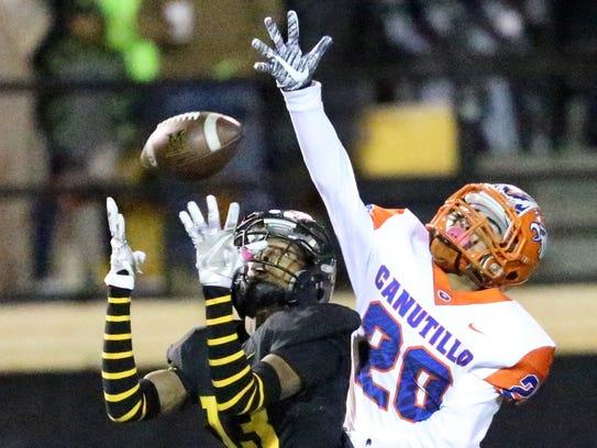Parkland wide receiver De'quan Henderson, 13, catches