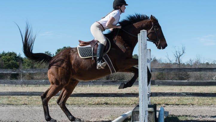 Little-known SU equestrian team is a 'dark horse'