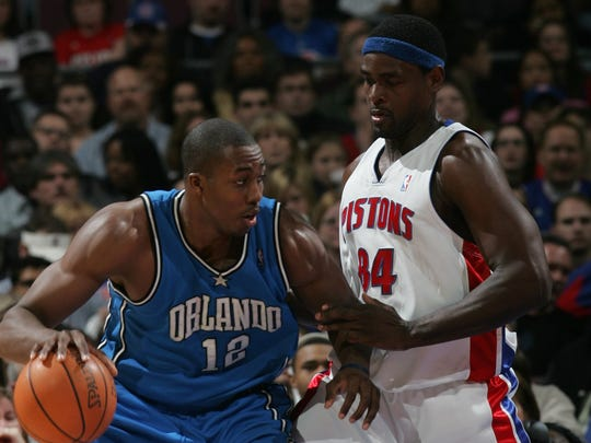 Detroit Pistons' Chris Webber defends against Orlando Magic's Dwight Howard  during the second half action, Feb. 21, 2007, at The Palace of Auburn Hills .