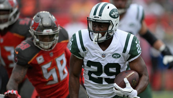 New York Jets running back Bilal Powell (29) runs past Tampa Bay Buccaneers middle linebacker Kwon Alexander (58) during the first half of an NFL football game Sunday, Nov. 12, 2017, in Tampa, Fla. (AP Photo/Jason Behnken)