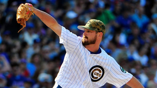 Chicago Cubs relief pitcher Travis Wood (37) throws the ball against the Los Angeles Dodgers during the third inning at Wrigley Field.