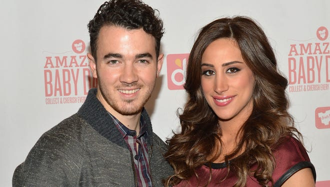 Kevin Jonas and wife Danielle Jonas were still in expecting mode on Jan. 7.