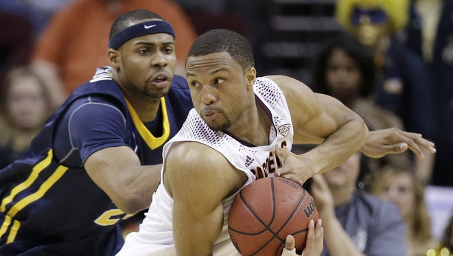 Central Michigan's Chris Fowler, right, tries to get past Toledo's J.D. Weatherspoon during the first half of an NCAA college basketball game in the fourth round of the Mid-American Conference tournament Friday, March 13, 2015, in Cleveland.