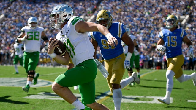 Oct 21, 2017; Pasadena, CA, USA; Oregon Ducks quarterback Braxton Burmeister  (11) runs the ball against the UCLA Bruins during the first half at Rose Bowl. Mandatory Credit: Kelvin Kuo-USA TODAY Sports