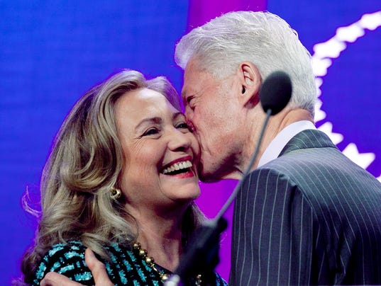 A03 US NOW CLINTONS KISS 25_001