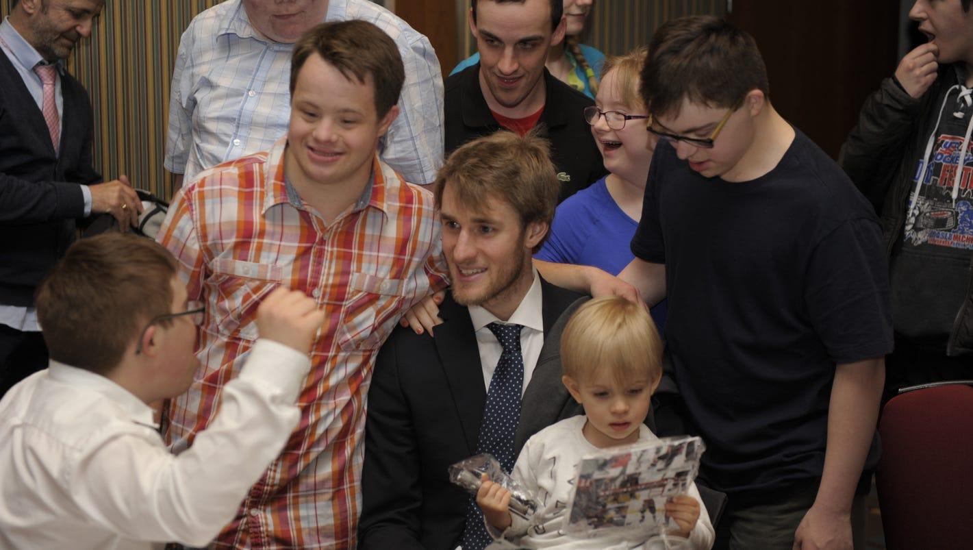 How Predators' Kyle Turris became hero to special needs hockey team in Ottawa