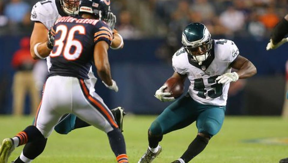 Eagles running back Darren Sproles makes a move on