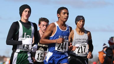 Salem's Chaz Jeffress (front) makes a turn during the Division 1 boys cross country final.