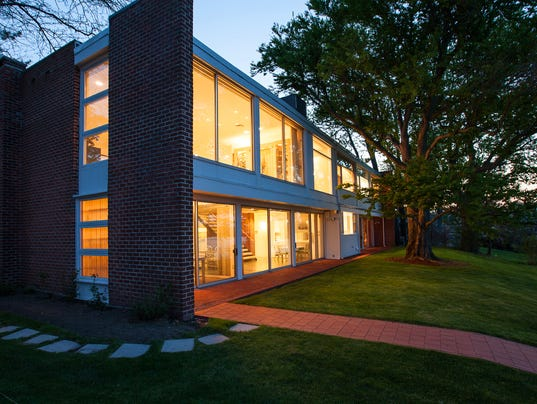 Modern Waterfront House In New Rochelle For Sale