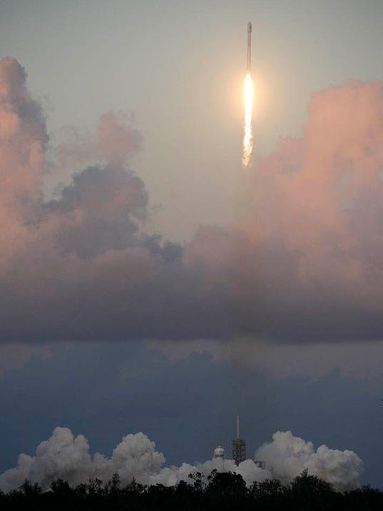 BREBrd2_10-12-2017_Daily_1_A001~~2017~10~11~IMG_Space_X_Launch_1_1_02JUTV8A_