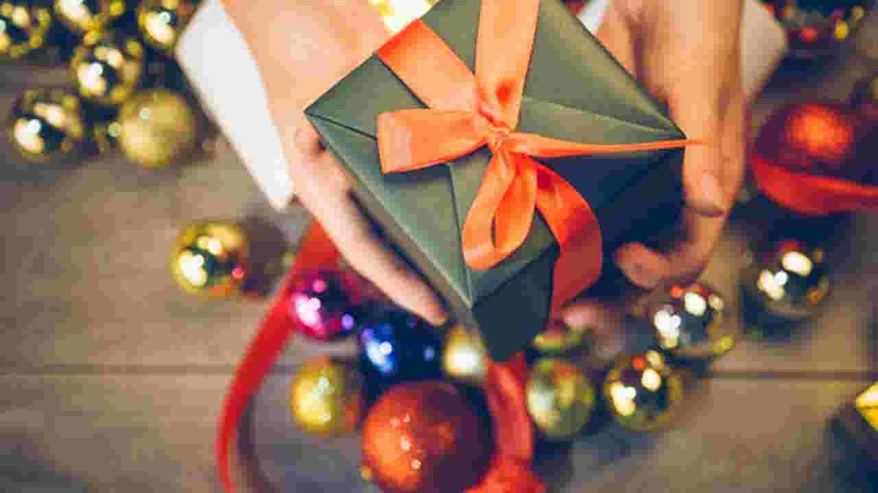 bows glitter ribbon are not recyclable heres how to recycle your christmas wrapping paper - Large Cardboard Christmas Decorations