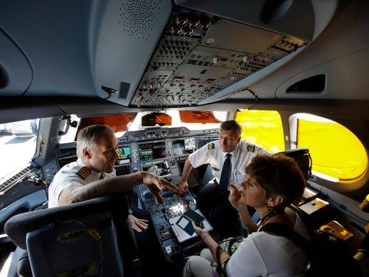 AP AIRBUS A350 XWB AIRPLANE F A USA NJ