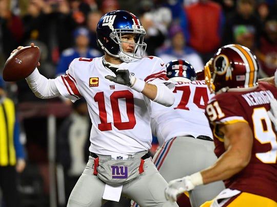 New York Giants quarterback Eli Manning (10) drops
