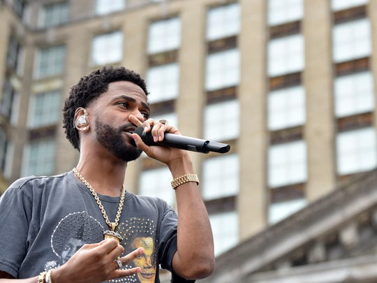 Detroit recording artist Big Sean plays to fans.