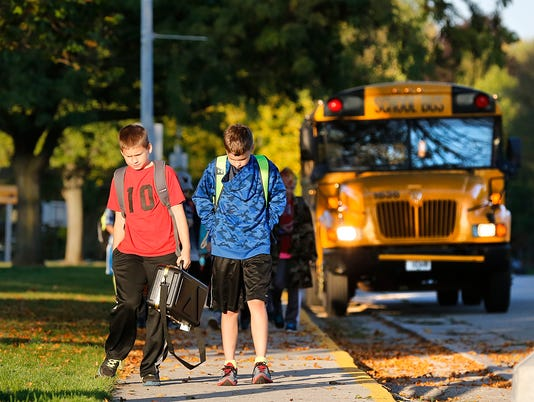 635893324303520605-FON-100715-waupun-school-bus.jpg