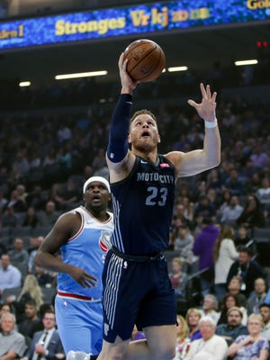 Pistons forward Blake Griffin drives to the basket against the Kings at Golden 1 Center in Sacramento on Monday.
