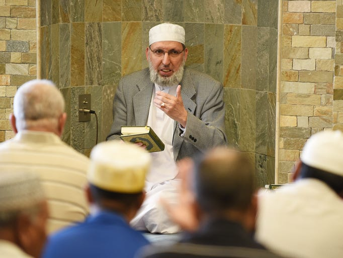 Imam Steve Mustapha Elturk gives a lesson after prayers