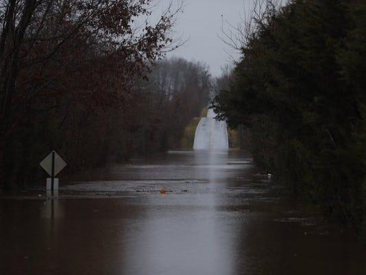 635870719358299581-SNLBrd-12-29-2015-NewsLeader-1-A007--2015-12-28-IMG-Flooding-jpg-1-1-2UD0GVCJ-L735183893-IMG-Flooding-jpg-1-1-2UD0GVCJ.jpg
