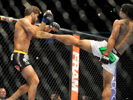 Benson Henderson (red gloves) fights Josh Thomson (blue gloves) during UFC on Fox 10 at the United Center.