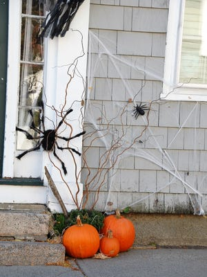 It's begining to look a lot like Halloween out there. Here are some guidelines to stay safe during everyone's favorite spooky holiday.