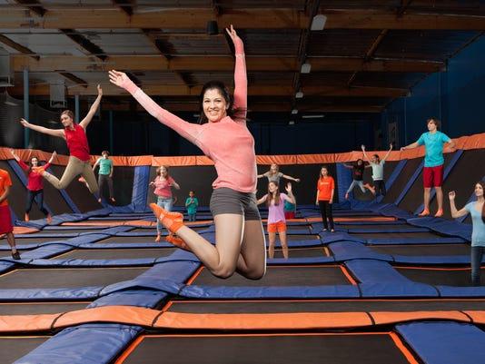 635822371131194237-sz-female-jumping2