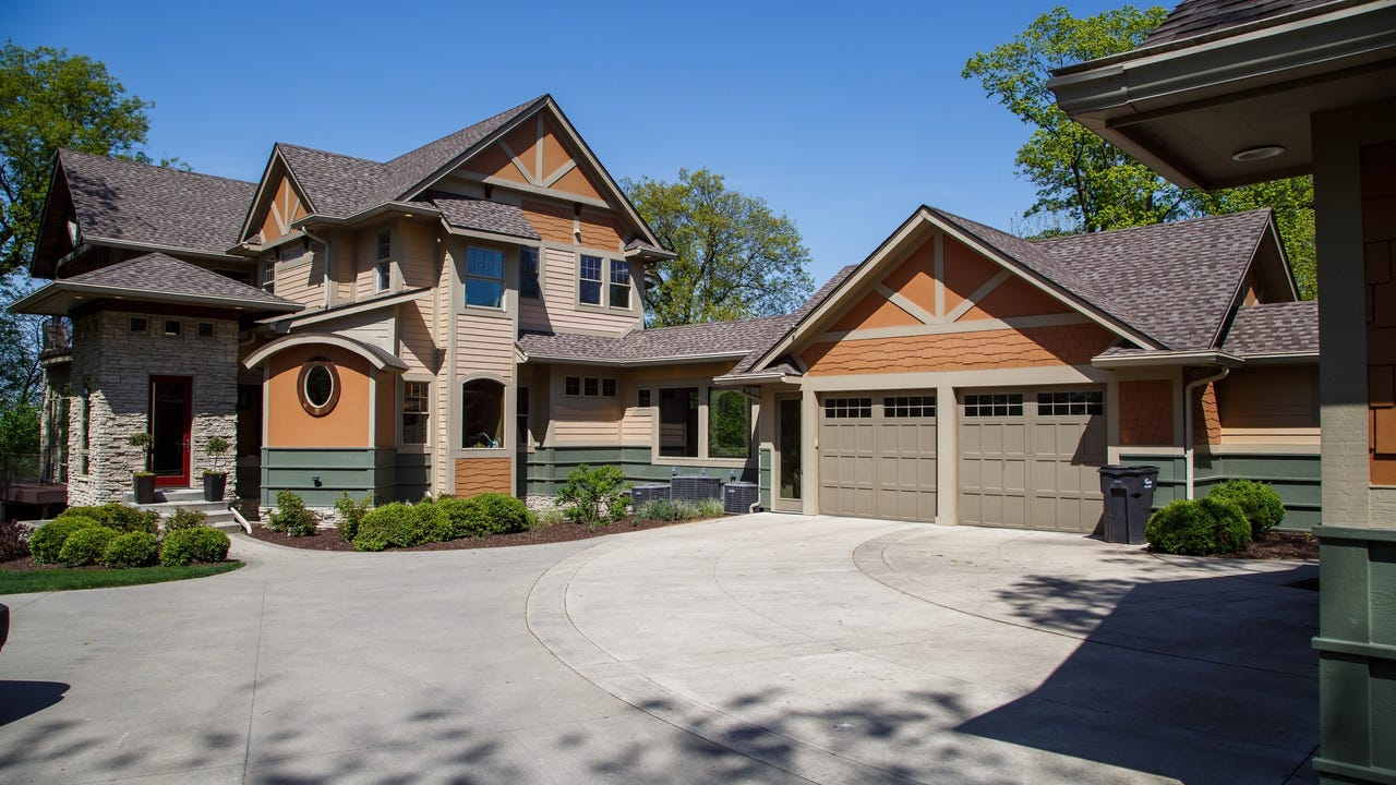 Tour a 5,900-sf home on a 2.47-acre wooded lot in Ankeny.