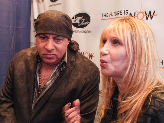 Maureen and Steven Van Zandt chat after a press conference