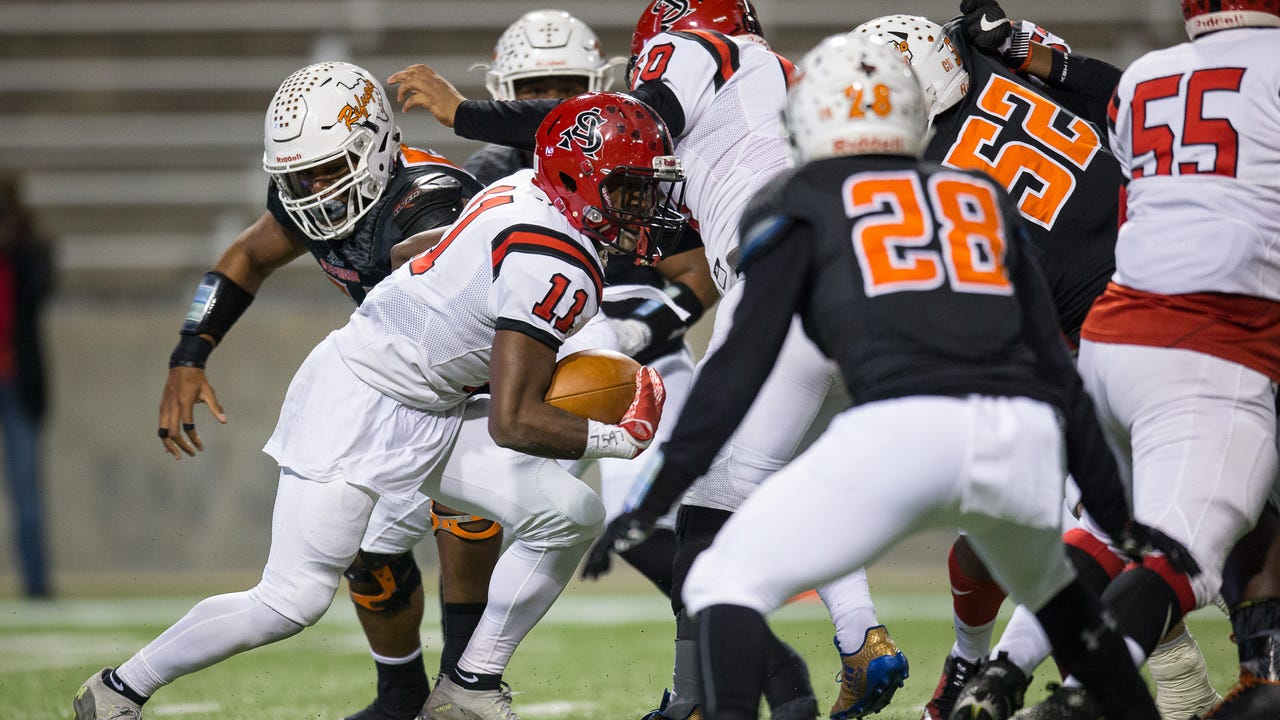 Refugio dominates San Augustine in state semifinal victory.