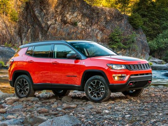 636444538750146148-2018-Jeep-Compass-21-1-.jpg