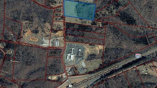 The highlighted area is the expected future site of a Dollar General, which would be the 11th in Dickson County.