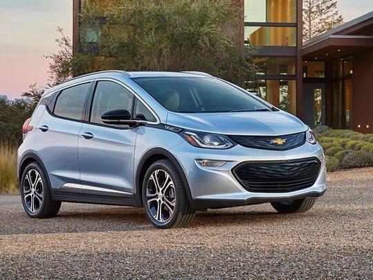 2017-Chevrolet-BoltEV-002